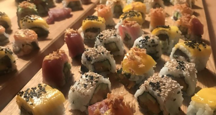 Sushi-Grundkurs Teil 4: Inside-Out Sushi rollen